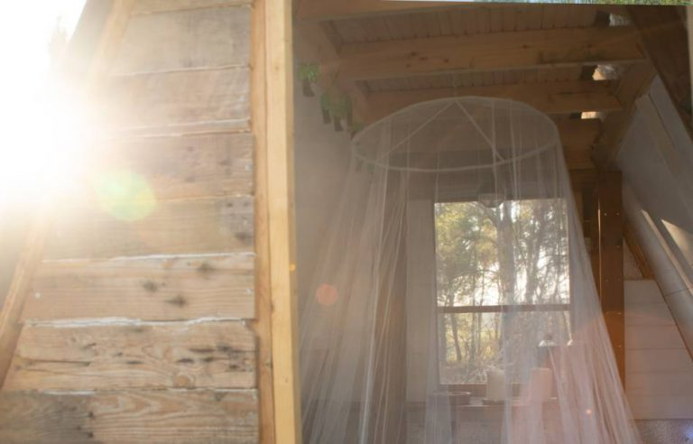 MasiaPiu_Creativefarm_Penedes_Bnb_Aframe_Cabin_Bed2_compressed